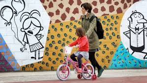 Spanish children enjoy first day outside for six weeks