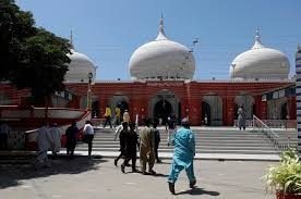 God is with us': Many Muslims in Pakistan flout the coronavirus ...