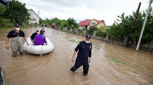 Ukraine flooding 'critical' with three dead and hundreds evacuated - CGTN